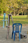 Various wooden easels with plastic chairs in public garden — Stock Photo