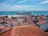 Cruise ship in Lisbon Круизный лайнер корабль Лиссабон Португалия — Photo