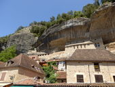 Limestone cliffs in Les Eyzies, Dordogne, France — Stock Photo