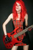 Portret rudowłosy dziewczyna rocker — Zdjęcie stockowe