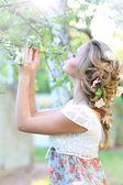 Yourn dívky s vlnité vlasy — Stock fotografie