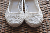 Beautiful white lace bridal shoes — Foto de Stock