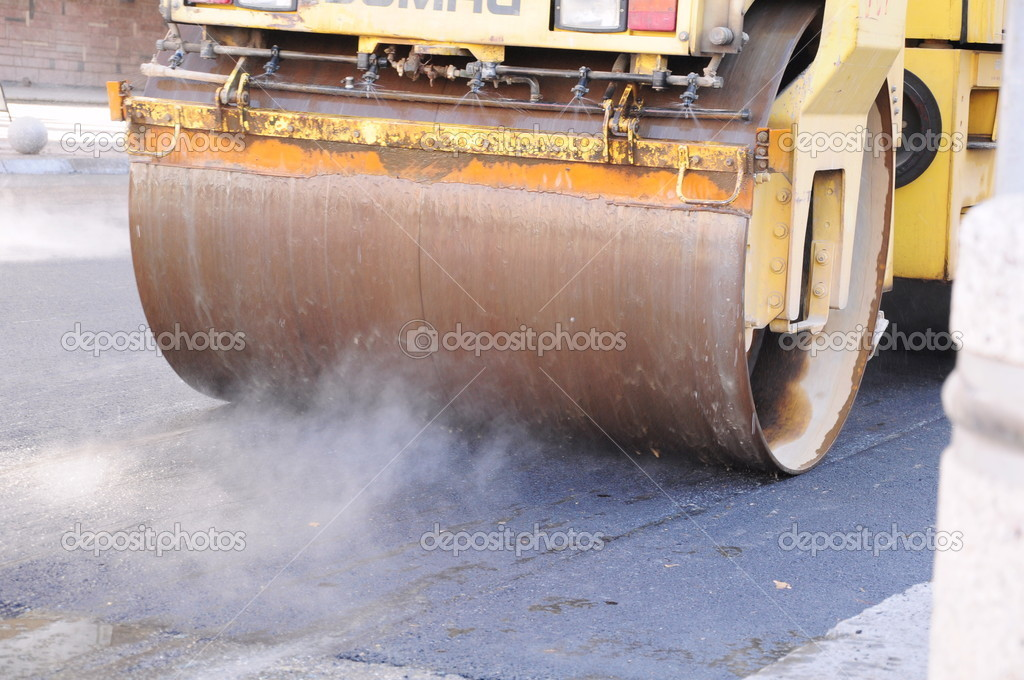 Heavy roller used during resurfacing of city street — Stock Photo #17169359