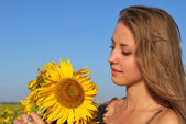 Young beautiful girl with a bouquet of sunflowers — Stock Photo