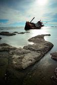 łodzi wywrócił — Zdjęcie stockowe