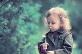Portrait girl child with dandelion — Stock Photo
