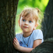 Cute girl posing near tree — Stock Photo