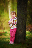 Llittle girl in autumnal park — Stock Photo