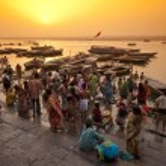 Crowd of local Indian near Ganga river — Stock Photo #51042637