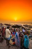 Crowd of local Indian near Ganga river — Stock Photo