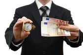 Zeit ist geld-konzept mit geschäftsmann mit geld und tasche wat — Stockfoto