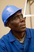 Merdiven üzerinde oturan inşaat işçisi — Stok fotoğraf