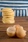 Broken egg shells — Stock Photo