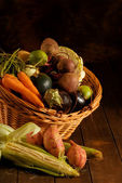 Thanksgiving basket filled with autumn fruits and vegetables. — Stock Photo