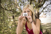 Young woman photo in park — Stock Photo