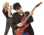 ön planda erkek gitarist ve şarkıcı — Stok fotoğraf