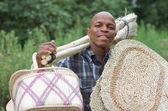 Fotografia stock de vendedor de vassoura de pequeno negócio empreendedor sul-africano — Foto Stock