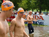 Swimmers preparte to swim Midmar Mile event — Foto Stock