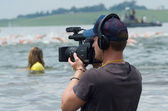 Television cameraman videos the Midmar Mile swimming event — Stock Photo