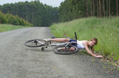 Girl hurt crashing bicyble accident — Photo