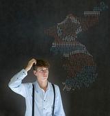 человек с ракетной войны карте думать о северной или южной кореи конфликта — Стоковое фото