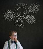 ハムスターを実行するとチョーク回転ギヤ歯車ビジネス男に扮した思考少年 — ストック写真
