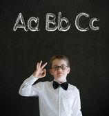Todo homem de negócios bem menino com aprender o alfabeto da língua inglesa — Fotografia Stock
