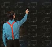 Nerd geek zakenman met krijt computer netwerk achtergrond — Stockfoto