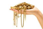 Ruka držící drahé zlaté šperky — Stock fotografie