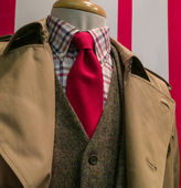 Tan raincoat & suit, checkered shirt, red tie — Foto Stock