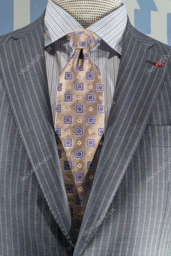 Giacca a righe grigio chiaro con camicia a righe blu e for Blue striped shirt with tie