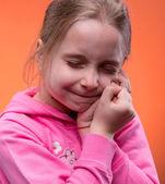 Dziewczyna cierpi na ból zęba — Zdjęcie stockowe
