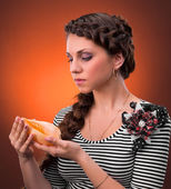 Young woman with beautiful hairstyle holding sea shel — Stock Photo