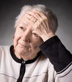 患有头痛的老女人 — 图库照片