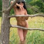 Nude woman posing near an old dry tree — Stock Photo #29658759