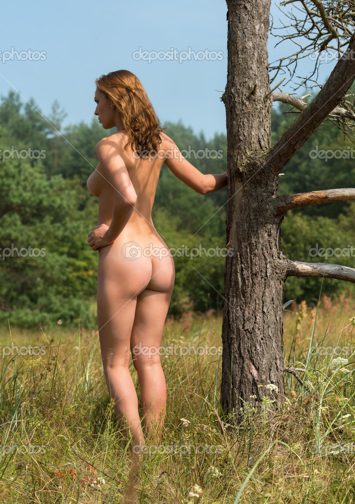 nude-in-tree-stand