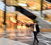 Man in motion at the modern shopping mall — Stock Photo