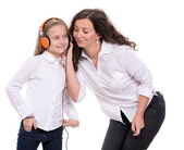 Little girl in headphones and her mother — Stock fotografie
