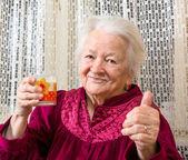 Oude vrouw — Stockfoto