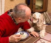 Muž a jeho pes — Stock fotografie