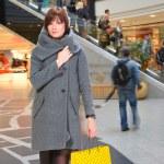 mulher em shopping — Foto Stock