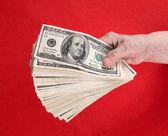 Долларов в руках женщины — Стоковое фото