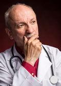 Docteur en médecine avec stéthoscope — Photo