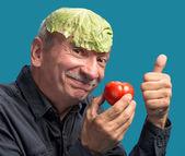 Man holding lettuce and tomato — Stock Photo