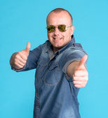 Super excited young man gesturing thumbs up — Stock Photo