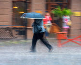 Woman walking down the street on a rainy day — 图库照片