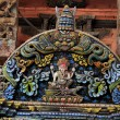 Polichromic wooden portal in hindu temple, in Kathmandu, Nepal — Stock Photo