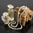 Perfume and pearl necklace — Stock Photo