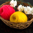 Skein of yarn in a wicker basket — Stock Photo