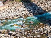 在 rudraprayag 中河 — 图库照片